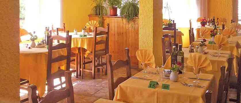 italy_bardonecchia_hotel_la_betulla_dining_room.jpg